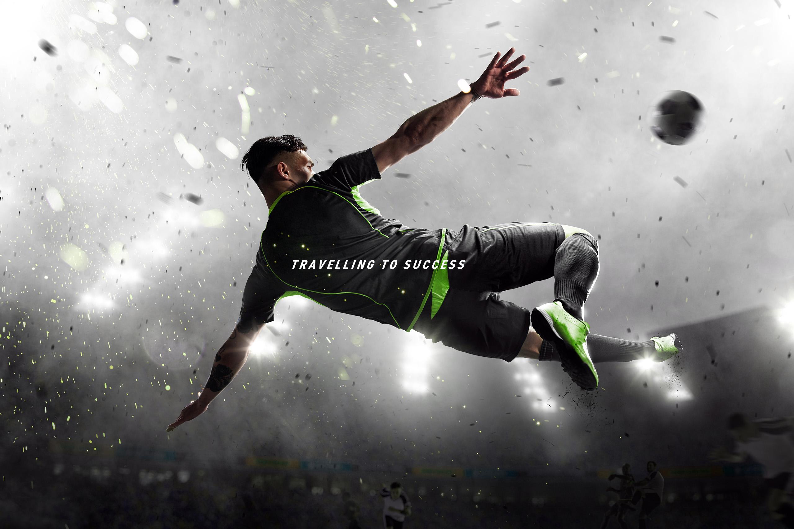 Fußballer in der Luft beim Schuss